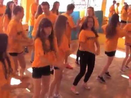 Projekt: Kluby Sportowych Wolontariuszy D&T - Flash Mob Czekolada