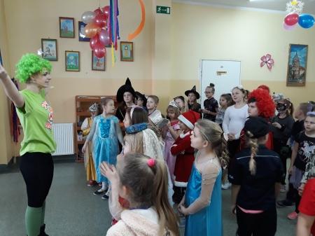 Bal karnawałowy z udziałem animatorów z grupy artystycznej Wasilewski - Felsk